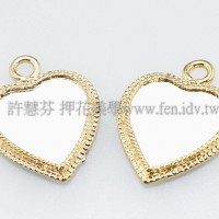 立體珠光花邊金色心形墜飾18*23mm-2個