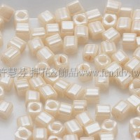 1.5mm方管日本珠-不透明亮彩米黃色-5g