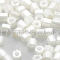 3mm方管日本珠-亮彩米白色-10g