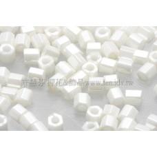 3mm方管日本珠亮彩米白色--10g
