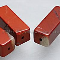 958 紅磚石-長方柱珠- 9*20mm -2個